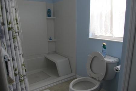 37502 Martindale Avenue, Main Bathroom