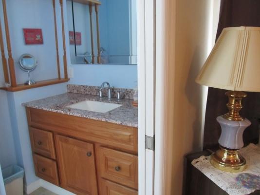 37502 Martindale Avenue, en suite Bathroom